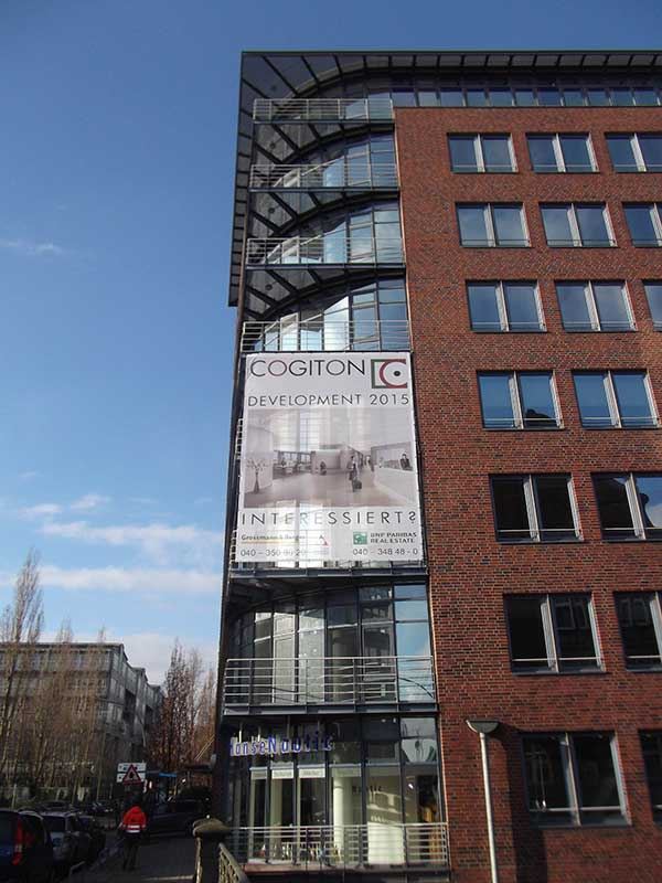 Bannerwerbung mit Mesh produziert und montiert für die Firma Cogiton